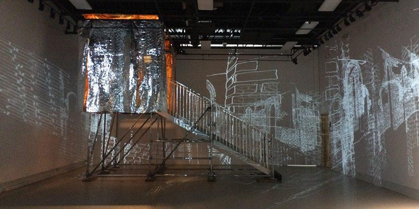 Ælab. (2017). Intersidéral (v3). Installation lumineuse. Galerie R3, Trois-Rivières, Qc. Photo: Gisèle Trudel