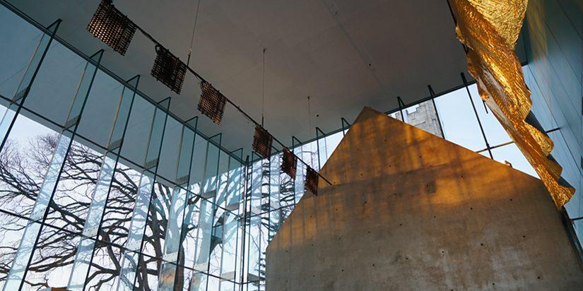 Ælab. (2017). Intersidéral (v1). Installation lumineuse. Pavillon Pierre-Lassonde, Musée national des beaux-arts du Québec. Photo: Gisèle Trudel