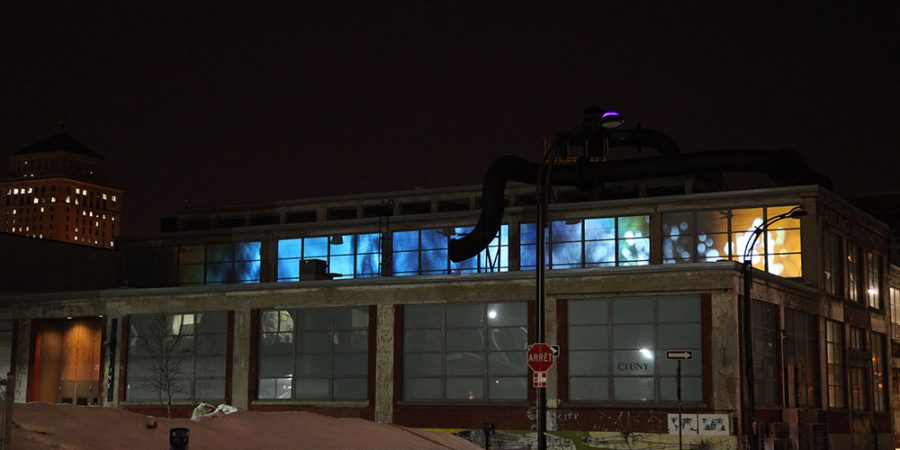 Ælab. (2011). L'espace du milieu. Volet projection architecturale d'une installation médiatique protéiforme. Fonderie Darling, Montréal. Photo: Gisèle Trudel