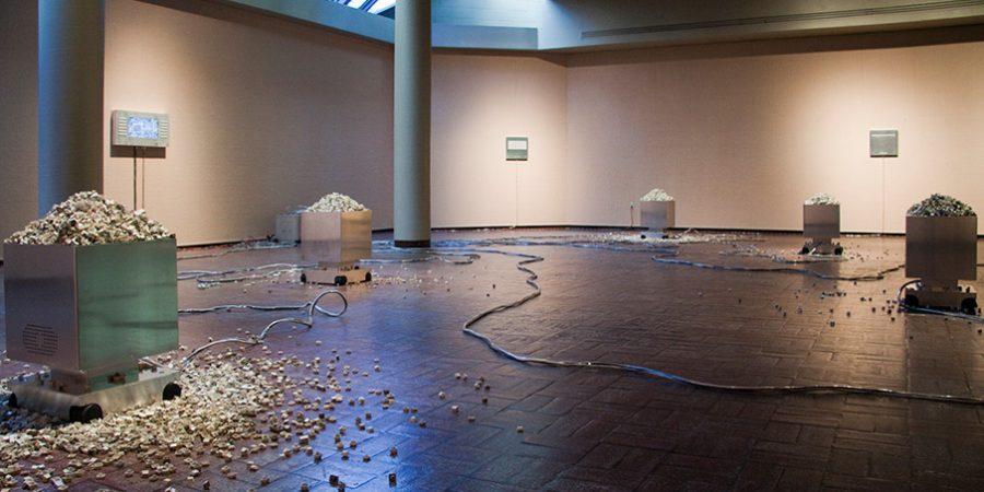 2008 : Virutorium, Acadia University Art Gallery, Wolfville, Nouvelle-Écosse, 2011 Aluminium, plastique, composantes électroniques et mécanismes, ordinateur et écran, claviers