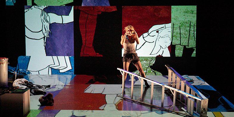 Jusqu'au silence, Agora de la danse de Montréal, octobre 2011. chorégraphie et interpretation : Sophie Corriveau. scénographie et images animées : Thomas Corriveau. production de Danse-Cité. photo : Alain Lefort