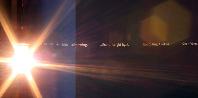 Lucidité. Vues de l'intérieur : Le Mois de la Photo à Montréal 2011, vingt-cinq expositions monographiques dans quinze lieux à Montréal, 8 septembre au 9 octobre 2011 Commissaire : Anne-Marie Ninacs Sur l'image : Douglas Gordon, From God to Nothing, Arsenal